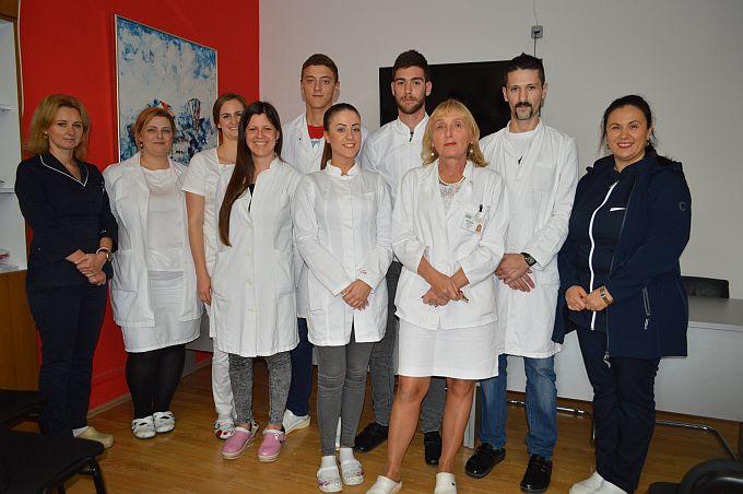 Pod mentorstvom dr. Blaženke Miškić, prva generacija studenata Dentalne medicine u Osijeku dane prakse provodi u brodskoj bolnici